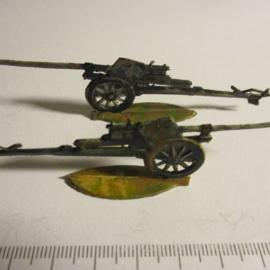 1933 - WWII German anti-tank gun, 2x flat 30mm scale very nice collector paint job (16332)