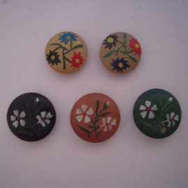 5x old Austrian / South German wooden hand painted buttons 21 - 23mm (10570)