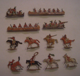 1800's Indians on horseback and in canoe , 12x flat 20mm scale (HO). Fritz Mittmann - Schweidnitz (15433)