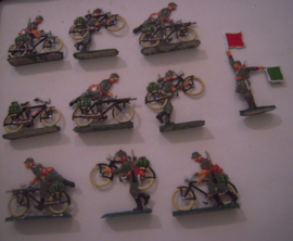 1920's - WWII German infantry on bicyles , 10x flat 30mm scale , very nice collector paint job  (16073)