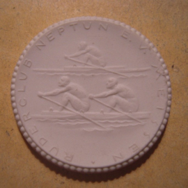 1922 Meissen , 40 yrs Rowing Club Neptune.Max. 500 pcs made !!! Meissen Porcelain 40mm Sch1962n - VIII (13316)