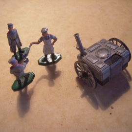 1920's -WWII German field kitchen + 3 man. Semi-flat/3-D 35mm scale (13187)