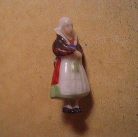 1937-03-20/21 German WHW donation pin. German folk costums - Silesian woman. Porcelain 41mm T079 (13642)