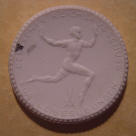 Berlin , 15 Mark 1921 - German Gymnastics Committee. Meissen Porcelain 40mm Sch353n - VI (12948)
