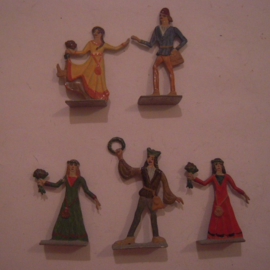 1100 - 1200 Medieval civilians , wedding ? , 5x flat 40mm scale (16075)