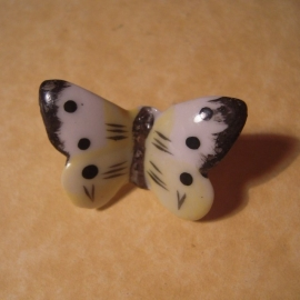 1936-04-4/5 Mutter & Kind donation pin. Butterflies -  The large white. Porcelain  T011 (12754)