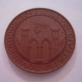 1972 Neubrandenburg , 725 yrs celebration - city seal. Meissen Porcelain 63mm W5375.1 - V (15716)