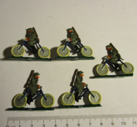1933 - WWII German infantry on bicycle , 5x flat 30mm scale. Recent paint work (16365)