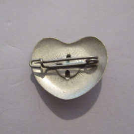 1936-10-31/11-1 German WHW donation pin. Stylised flowers - Heart shape. Metal with gemstone T053 (16241)
