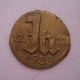 1933 Nov.12 Vote  Yes pin , German referendum on leaving the League of Nations. Metal 25mm gold colored (15508)