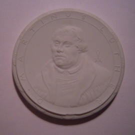 1983 Berlin , Martin(us) Luther accolade. Meissen Porcelain 63mm W7109.2 - III (14546)