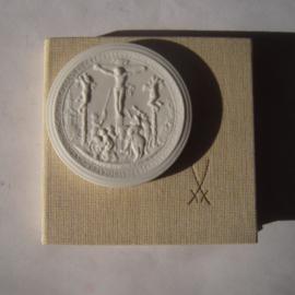 1987 Leipzig , Crucifixion Jesus by Hans Reinhart+ original box. Meissen Porcelain 64mm W8288.2 - V (14765)