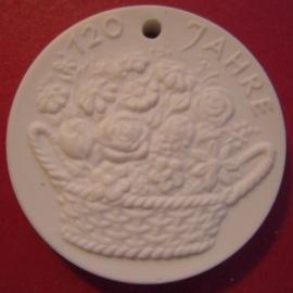 Meissen , 150 Jahre Freude schenken, Freude haben. Meissen Porzellan white 35mm (10082)