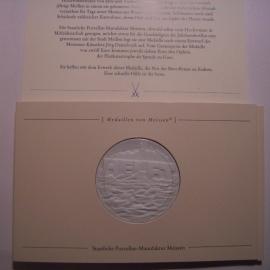 2002 Meissen , Hochwassercatastophe - Helft. Meissen Porzellan weiss 51mm in Original Karte (14438)