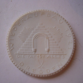 Dresden , 20 Mark 1921 - Hotel Owners Union. Meissen Porcelain 40mm Sch367n - V (14861)