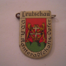 1934-39 German VDA donation pin. Coat of arms German cities abroad - Leutschau / Levoča (SVK). Metal 30x20mm T042 (15962)