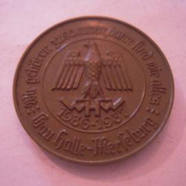 Gau Halle-Merseburg 1936/37 WHW Spende. Wir gehören zusammen, dann sind wir alles. Kunststoffabzeichen braun 40mm  T029 (15914)