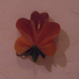 1938-03-26/27 German WHW donation pin. Spring flowers - Viola. Synthetic resin T131 (15787)