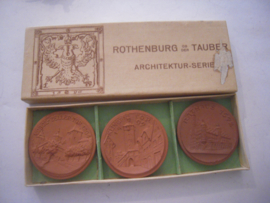 1923 Rothenburg , Archtecture series - complete set , 3 pieces , in original box. Majolika-Werke Gaildorf. Sch- not mentioned (16148)