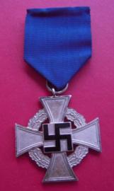 1938 German Faithful Service Medal  2. Class for 25 yrs loyal service on ribbon.      N66 (3760)