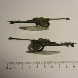 1933 - WWII German anti-tank gun, 2x flat 30mm scale very nice collector paint job (16331)