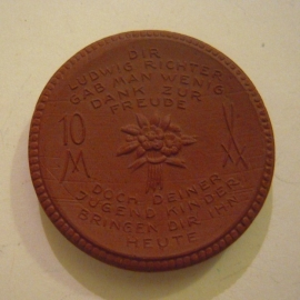 Meissen , 10 Mark 1921 - donatie Gedenkklokkenfonds.  6,1mm dik !!! Meissen Porselein 42mm Sch379a (13686)