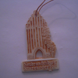 1942-06-27/28 German Red Cross donation gift. Famous city gates - Neubrandenburg - Stargarder Tor. Synthetic white with brown patina 40mm T075 (15922)