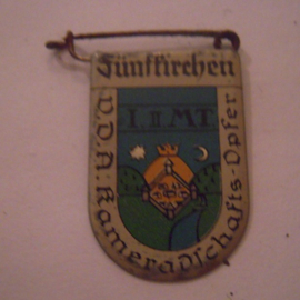 1934-39 German VDA donation pin. Coat of arms German cities abroad - Fünfkirchen / Pécs (HUN). Metal 30x20mm T029 (15964)