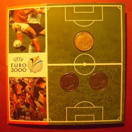 Beatrix - Belgium/Netherlands coin set UEFA EURO 2000 : 50 Francs 2000 (medal alignment) + 50 Frank 2000 (medal alignment) + 5 Gulden 2000     KM213.2/214.2/231 (11837)