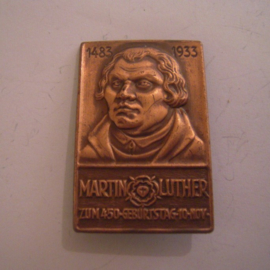 1933-11-10 Martin Luther - 450th birthday with original pin. Cu 47x21mm (15206)