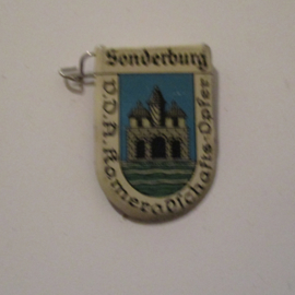 1934-39 German VDA donation pin. Coat of arms German cities abroad - Sonderburg / Sønderborg (DNK). Metal 30x20mm T066 (16229)
