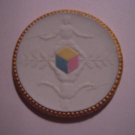 1929 Meissen , 10. Jahrfeier Städtische Farbschule. Gold  + farbig Dekor !!! Max. 200 Stück produziert !!! Meissen Porzellan 40mm Sch2037o - R !!! (14907)