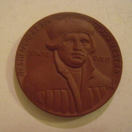 1983 Berlin , Martin Luther accolade. Meissen Porcelain 44mm W7111.1 - VI (14541)