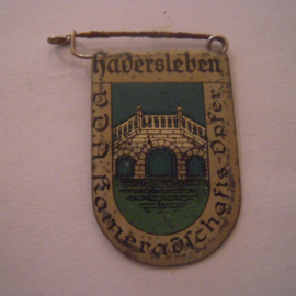 1934-39 German VDA donation pin. Coat of arms German cities abroad - Hadersleben / Haderslev (DNK). Metal 30x20mm  T033 (15961)
