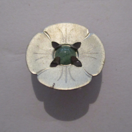 1936-10-31/11-1 German WHW donation pin. Stylised flowers - Round 4 petals. Metal with gemstone T054 (16242)