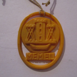 1941-06-14/15 German VDA donation gift. Coat-of-arms German border towns - Memel / Klaipėda (LTU). Synthetic yellow/orange 37x28mm T131 (16283)