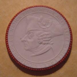 1922 Rastenburg , 4th Grenadiers WWI memorial donation. Red décor !!! Max. 200 pcs made !!! Meissen Porcelain 40mm Sch852w - R !!! (12933)