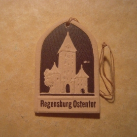 1942-06-27/28 German Red Cross donation gift. Famous city gates - Regensburg - Ostentor. Pressed cardboard brown 30x46mm  T177  (13040)