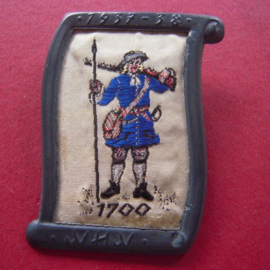 1938-02-5/6 German WHW donation pin. Uniform and history - Brandenburger musketeer 1700. Woven fabric in metal frame T109 (7217)