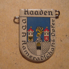1934-39 German VDA donation pin. Coat of arms German cities abroad - Kaaden / Kadaň (CZE). Metal T037 (13422)