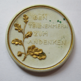 1922 Berlin , German Summer Games , participants souvenir. Gold decor !!! Teichert - Meissen 38mm Not mentioned in Scheuch (16205)