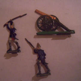 1760 Cannon + Prussian fusiliers , 3x flat 30mm scale. CIG Monopol Dresden (15744)