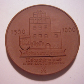 1960 Wittenberg , 400 yrs  Philipp Melanchthon House - Luther town. Meissen Porcelain 48mm Sch858a/W3459.1 - III (15705)