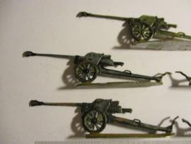 1933 - WWII German anti-tank gun , 5x flat 30mm scale very nice collector paint job. Gerhard Tobinnus (To) (16335)