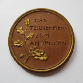 1922 Berlin , German Summer Games , participants souvenir. Gold decor !!! Teichert - Meissen 38mm Not mentioned in Scheuch (16203)