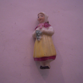 1937-03-20/21 German WHW donation pin. German folk costums - Wine making woman. Porcelain 40mm T074 (15942)