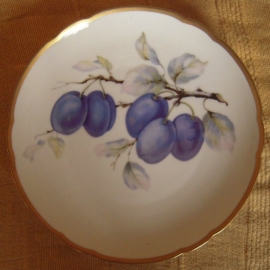 1920/30's Hand painted fruit plate , plums on branch. Hutschenreuther Hohenberg Bayern. 20cm gilded edge, marked 15649 7 (12247)