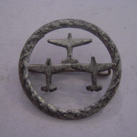 1933-35 German Air Sports Association donation pin. 3 Airplanes in formation , silvered metal DLV23 (14102)