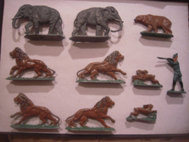 Wild life animals  hunter , 10x flat 50mm scale.  Merten - Berlin 1950/60's  (16170)