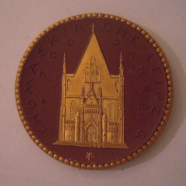 1922 Leipzig , Thomas church 700 yrs celebration donation. Gold décor !!! Max. 200 pcs made !!! Meissen Porcelain 42mm Sch776d - R !!! (16060)